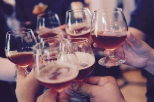 The Difference Between Alcoholism and Heavy Drinking